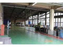 整備工場も併設しておりますので、当店で点検・車検も承っております。