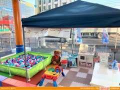 充実のキッズコーナーには、お子様も大喜びのボールプールも設置!ご家族でのご来店お待ちしております☆