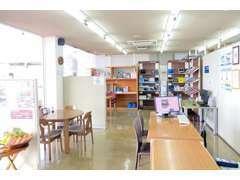 店内スペースです。ご質問、ご要望などお気軽にお申し付けください。