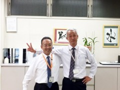 同級生コンビの柳川(左)と林田(右)です!笑顔で待ちしてます!