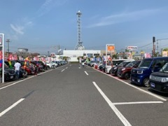 与次郎の中古車合同展示場といえばここ!KTSオートシティ!当店は中央付近のオレンジのカローラの看板が目印です!