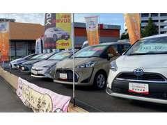 店舗前にお客様駐車場がございますので、お車でお気軽にお越しください。