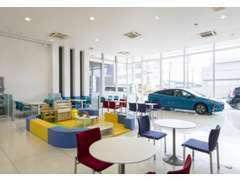 ご購入後はサービス工場もあり信頼出来るスタッフがお車を丁寧にチェック!!お客様へ安心をお届けいたします!