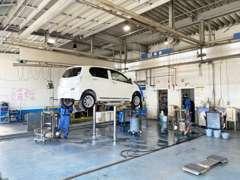 併設する自社工場で、国家資格とトヨタの技術検定資格を保有するエンジニアがしっかりとメンテナンスさせていただきます。