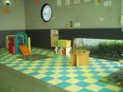 キッズスペースはお子様がゆったり遊べるよう、広くとってあります。