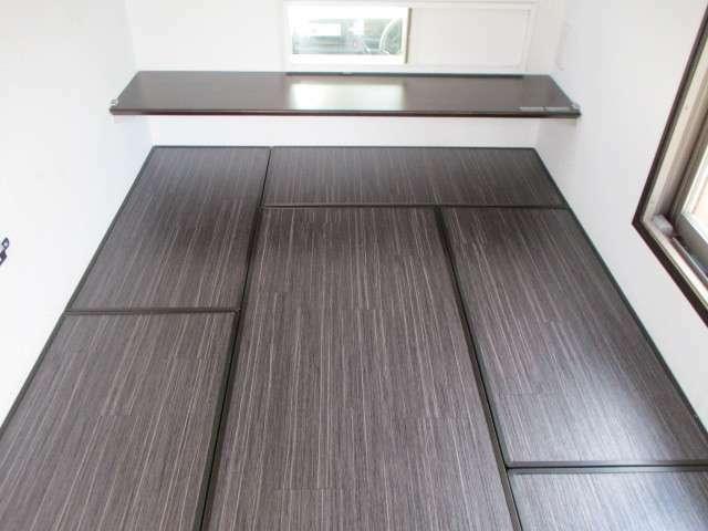 床板をはめ込めばフラットな床に・・・。