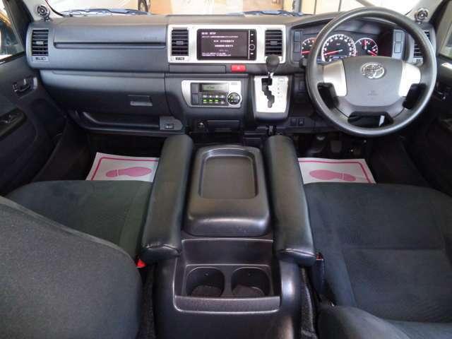 クリーニング済みの綺麗な運転席!気持ち良くお乗り頂けます!Wエアバック・ABS・キーレス・電格メッキミラー・左右パワーウインドウ・オートエアコンと快適装備のスーパーGLは自家用兼用にも人気ですね!