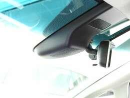 ハンドルには、アクセルペダルを踏まずに定速走行し疲労軽減に貢献するクルーズコントロールと、ハンドルから手を離さずにオーディオを操作できるので安全性がとても上がるステアリングリモコンが付いています!