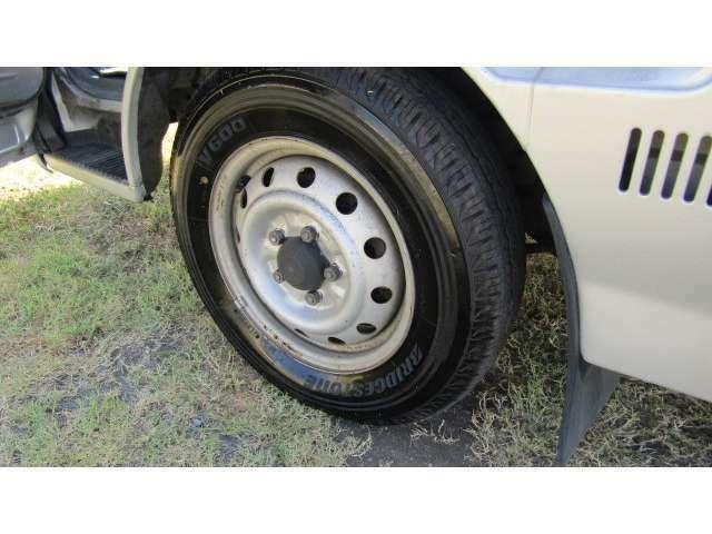 ホイール、タイヤ共にまだ使用可能です♪※別途格安料金で新品タイヤに変更可能ですのでお気軽に♪
