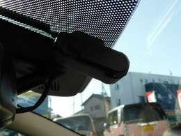装着済みのドラレコはナビ連動です!気になるお車がございましたら、スグにお問合せください!掲載中でも店頭で商談中あるいは売約済みなんてこともございますので、お急ぎください!