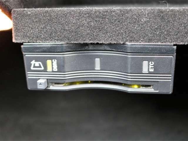 グローボックス内に、ナビゲーション連動型ETCII(DSRC)を装着!