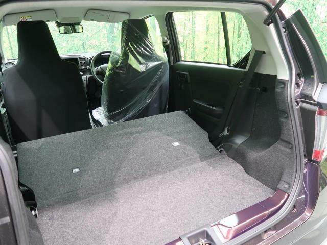 ラゲッジルームは、大容量のスペースを確保。リアシートを倒すことで大きな荷物も収納できます。
