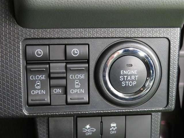 スマートキーはキーを挿さずにドアの開閉が可能! エンジンスタートもスイッチを入れるだけだから、一度使うと便利さを実感!