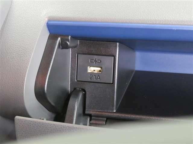 スマホ等の充電が可能なUSBポート搭載です。