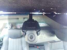 ◆【ドライブレコーダー】映像・音声などを記録する自動車用の装置です。 もしもの事故の際の記録はもちろん、旅行の際の思い出としてドライブの映像を楽しむことができます。