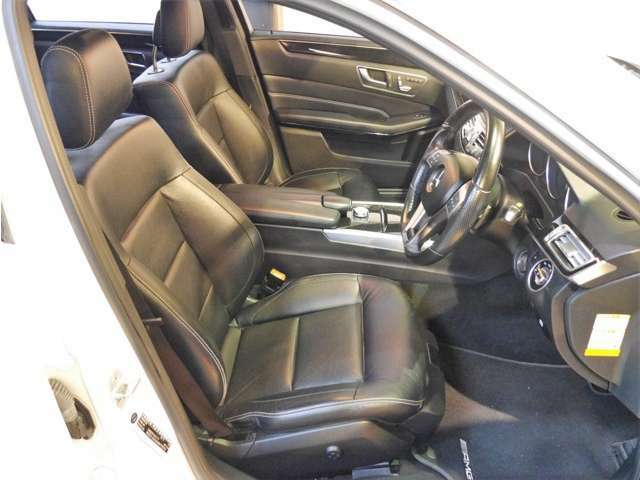 ●AIS社とJAAA社による第三者機関の車両鑑定書付きです。内装も高評価を取得しております。天張りやシート、ダッシュボードなど、とても綺麗です♪