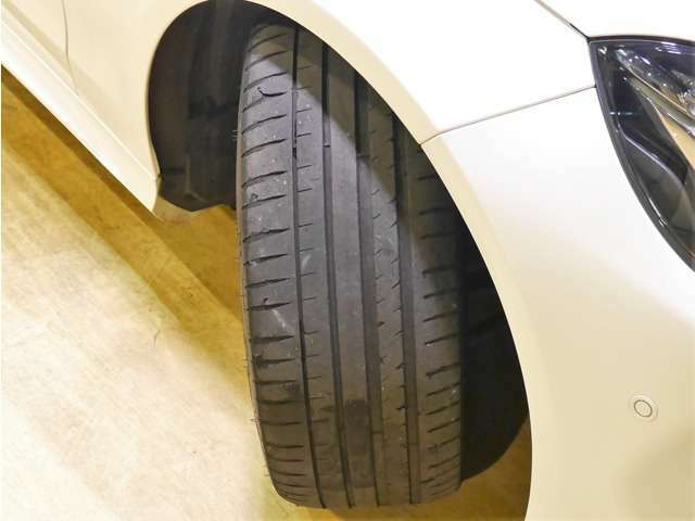 Bプラン画像:●AMGスタイリングPKG専用の18インチアルミを装備しております♪タイヤ、ブレーキパッドの残量も十分で、まだまだお乗り頂けます。