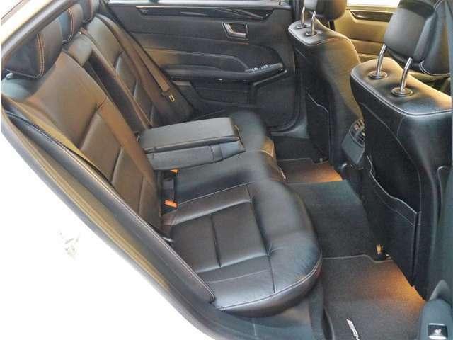 ●後席シートの劣化なども少なく、擦れや破れもありません。フロントシートと共に大変綺麗な状態で、清潔感が御座います(^^)/