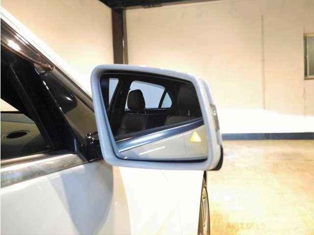 Aプラン画像:●ブラインドスポットアシスト装備車ですので、車線変更の際など、ドライバーの死角に並走している車両があれば、ミラーの隅にある三角形の警告ランプが点滅し、さらに音声でも警告してくれる安全機能です♪