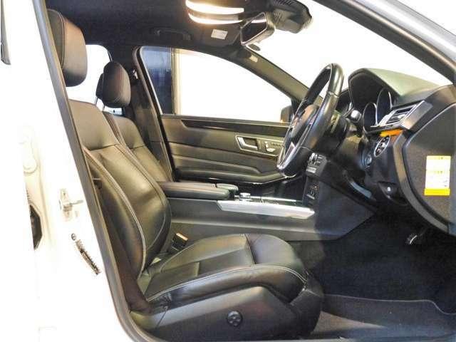 ●メーカーオプションの本革シートとなります。可動部位の多いパワーシートでしっかりとドライビングポジションの設定が可能です♪さらに嬉しいシートヒーターも装備されております(^^)/