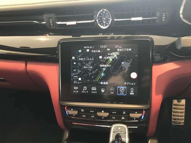 8.4インチ マセラティ・タッチコントロール+を装備 360度カメラやApple carplayも利用可能