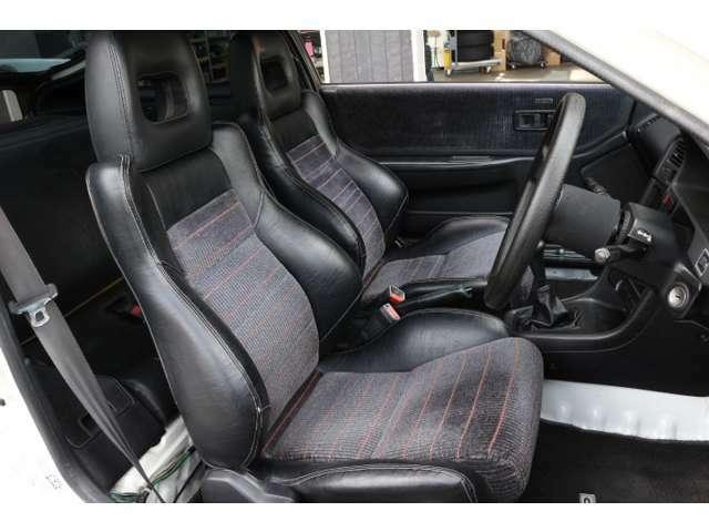 合皮ハーフレザータイプのフロントシートも良いコンディションを保っています!  ファブリック部分は洗浄清掃済みです。