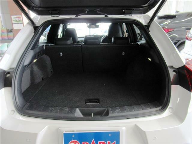 本革シート・パノラミックモニター・BSM・LTA・HUD・シートエアコン・パワーシート・ステアヒーター・オートハイビーム・BTオーディオ・コーナーセンサー・LEDフォグ・18AW・キックトランク