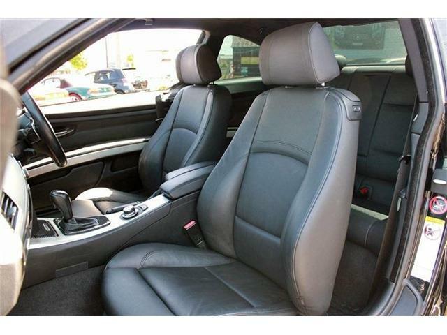 BMWならではの洗練されたインテリアです♪シートもキレイな状態が保たれており、大切に使われていた事が伺えます。