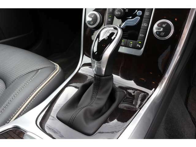 電子制御6速AT(ロックアップ機構付)が採用されており上質な走りと燃費性能を両立させています。
