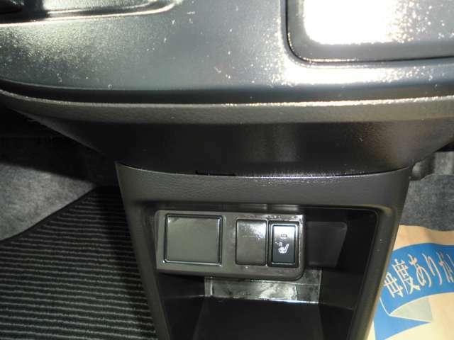 運転席はシートヒーター付きです。
