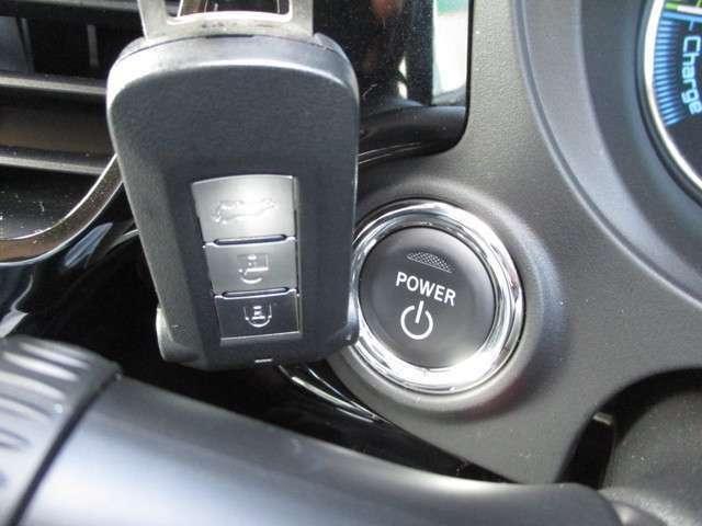 キーが車内にあれば、フットブレーキを踏んで、スタートボタンを押せば起動します。