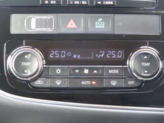 左右独立温度コントロール式フルオートエアコンを採用しています。