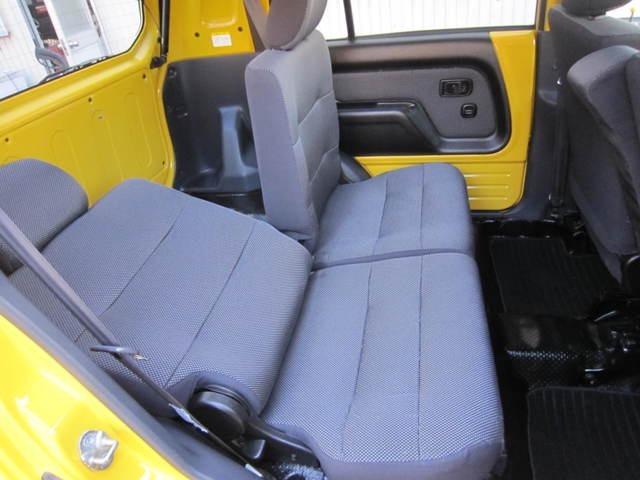 大人もゆったり座れるリヤシートはリクライニング機能付きです。