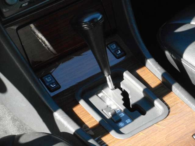 【段付きATシフト】&シートヒーターのスイッチです!