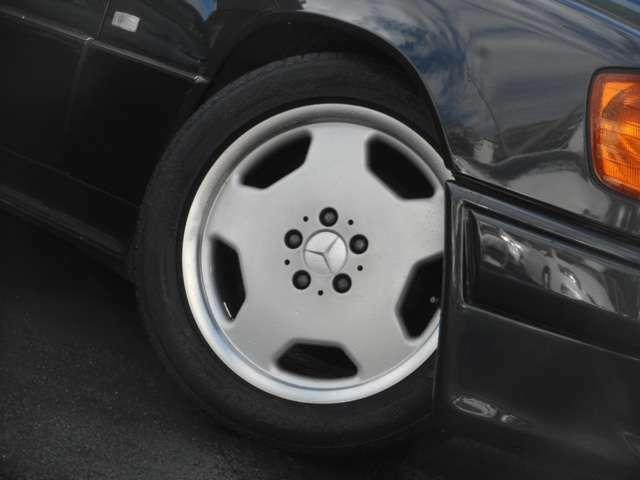 【タイヤメーカー】ブリジストン 【タイヤサイズ】215/55R17【タイヤ溝】フロント2部山 リヤ3部山 タイヤ等の消耗品も当店で別途費用にて交換可能です!お気軽にご相談下さい。