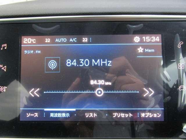 ディスプレイにはエアコン、オーディオ、ドライビングアシストなどほとんどの操作系が集約されています。