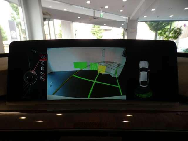目視が難しい後方の映像を映し出すガイドライン付きバックカメラを搭載!障害物検知センサーも連動しておりますので、狭い箇所での運転や駐車の際に役立ちます!