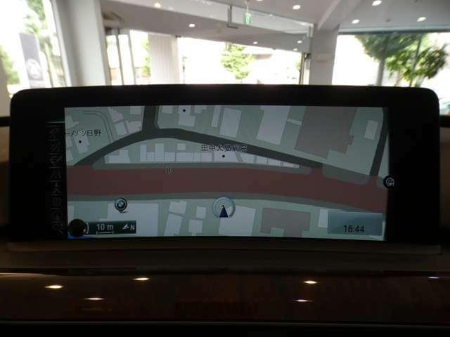 純正HDDナビゲーションシステムを搭載!録音機能のミュージックコレクションやAUX&USB接続、Bluetoothオーディオ接続等も可能です!社外TVチューナーも装備しており、地デジの視聴も可能です!