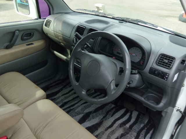 足元広々使い勝抜・群のコラムオートマ!収納も充実!WエアバックのABS付きで、安全装備ばっちりです!でー・・もー・・全席シートベルト着用の安全運転は忘れないでね!