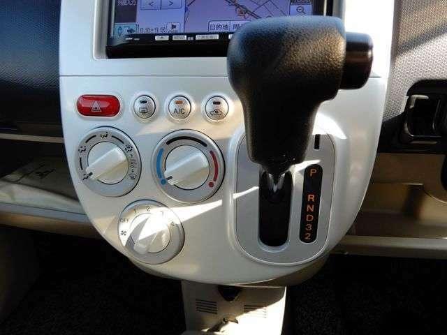 シフトはオートマ車のためオートマ限定免許の方でも安心してお乗りいただけます。