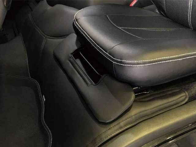 Aプラン画像:conceptHデッキカバーフロントリアセット デッキ部分をレザーで覆い、汚れ防止や防音断熱に効果があります。インテリアの高級感も高まります。
