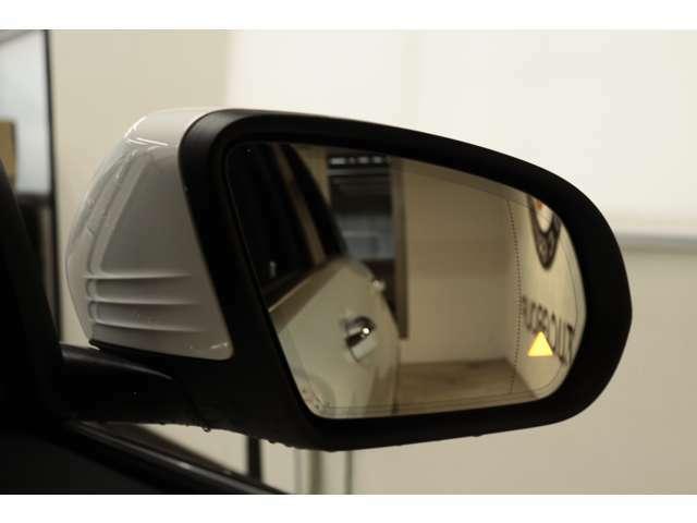 リアバンパーに搭載されたセンサーが死角に入った車輌を検知しドアミラーに警告を促すブラインドスポット搭載!PRE-SAFEなど最先端の安全支援装置が充実したレーダーセーフティパッケージです!