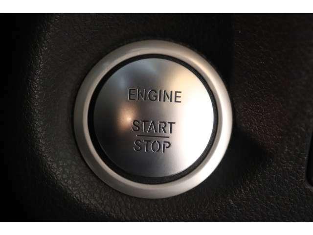 キーを身に付けたまま施錠・開錠が行えるスマートエントリーシステムを搭載!プッシュスタートボタンを押す事でエンジン始動&停止が行えるキーレスゴーシステムを装備!