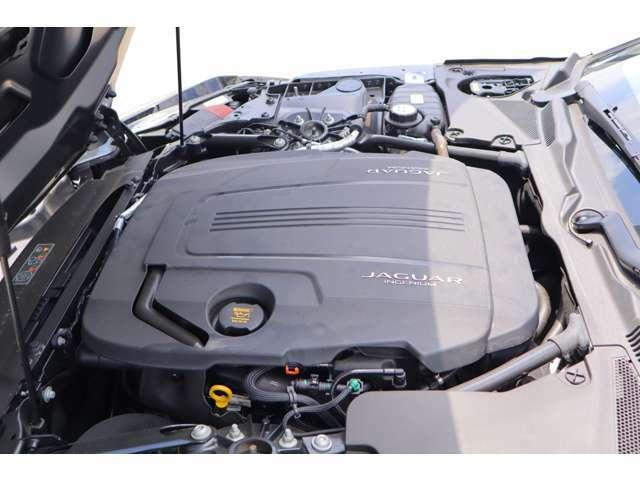 新設計となる2.0リッター直列4気筒300PSターボチャージドガソリンエンジンを搭載しています。1500rpm~4000rpmにおいて最大トルク400N・mを持続し、3.0リッターV6スーパーチャージャーに匹敵する加速力を実現.