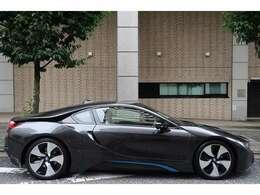 ソフィストグレーブリリアントエフェクト/BMWiブルーアクセントのボディカラー