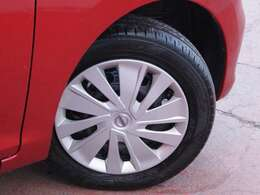 タイヤサイズは155/65R14スチールホイール、キャップ