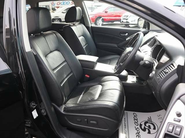 上質な本革シートは高級感があり、車内の雰囲気がUPします。