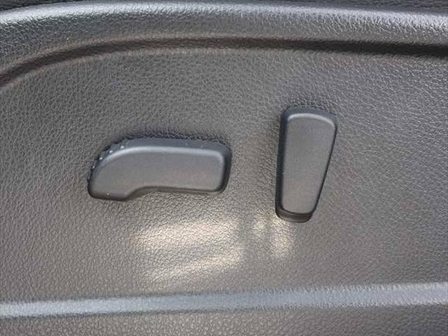 細かなドライビングポジションが設定可能なパワーシート搭載しています。