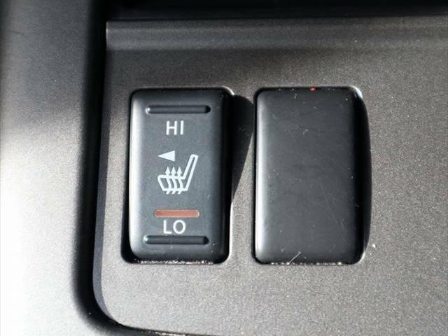 本革シートならではのシートヒーター搭載しています。