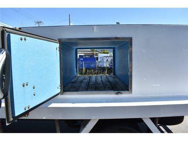 ■左右とも開く収納スペースです!■この収納スペースは荷台後部の方です■